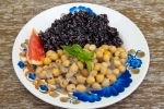 cieciorka w mięcie z czarnym ryżem (porcja degustacyjna)